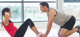 Exercices d'abdominaux avec TRX